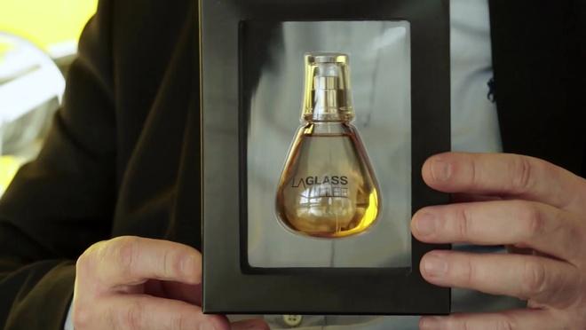 Un flacon de parfum fruit de l'innovation